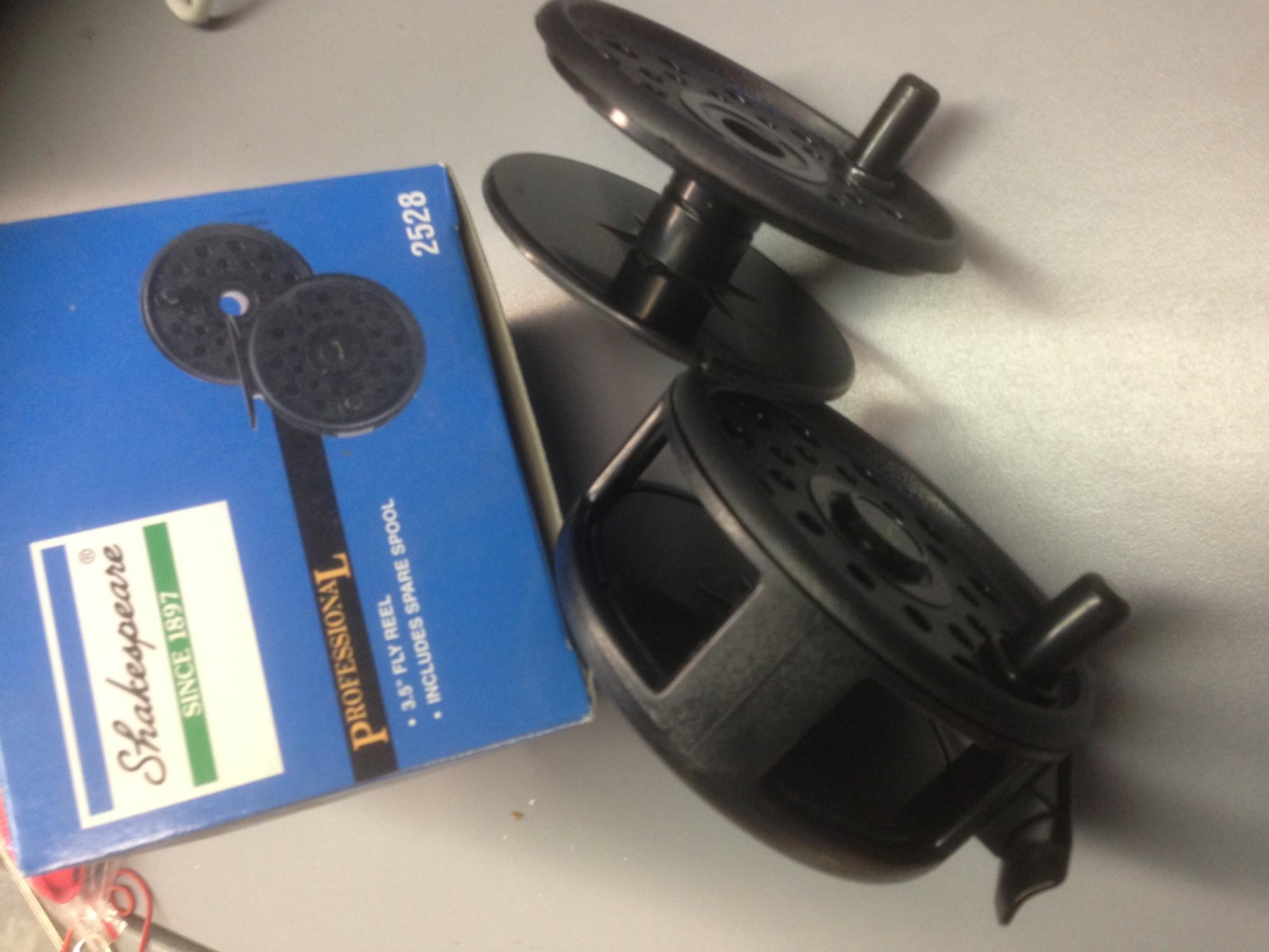 Professional Fly Reel 2528 Fliegenrolle inklusive Ersatzspule